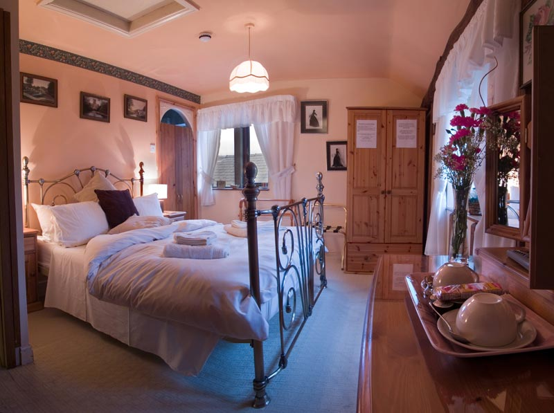 luxury double bedroom at causeway house b b